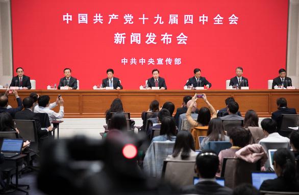 Bắc Kinh tính cải thiện tinh thần yêu nước cho người trẻ Hong Kong - Ảnh 1.