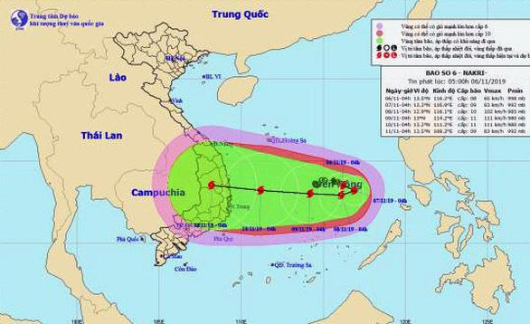 Bão số 6 đang tiến chậm trên Biển Đông, hướng vào miền Trung - Ảnh 2.