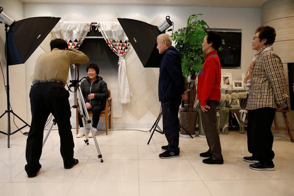 Người Hàn Quốc làm tang lễ giả để sống tốt hơn - Ảnh 3.