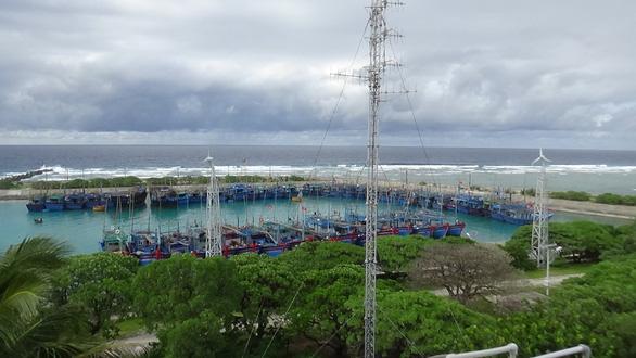 Hàng ngàn ngư dân vào Trường Sa tránh bão số 6 - Ảnh 1.