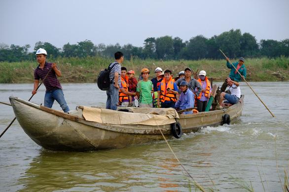Trang bị áo phao cho khách đi đò sông Trà Khúc sau tai nạn chết người - Ảnh 6.