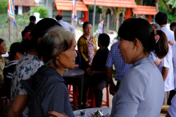 Trang bị áo phao cho khách đi đò sông Trà Khúc sau tai nạn chết người - Ảnh 4.