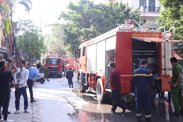 Cháy chung cư mini trên phố Trung Kính - Ảnh 2.