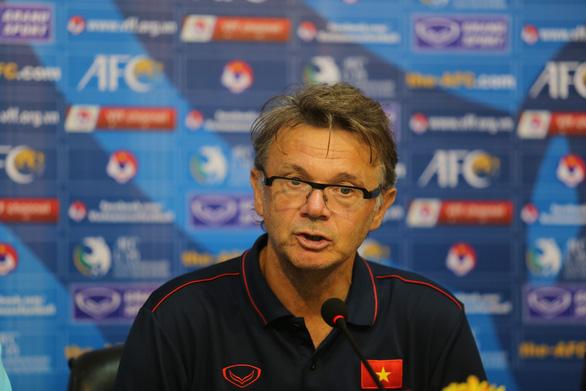 HLV Philippe Troussier: 'U19 Việt Nam lẽ ra đã ghi nhiều bàn hơn' - Ảnh 1.