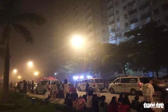Cháy chung cư, cả ngàn người sơ tán trong đêm - Ảnh 1.