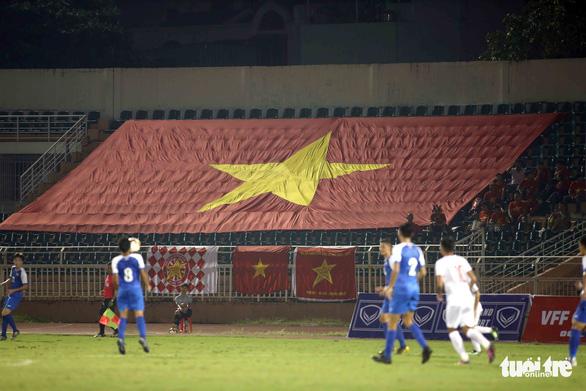 Sân Thống Nhất vắng tanh ngày U19 Việt Nam mở màn vòng loại châu Á 2020 - Ảnh 3.
