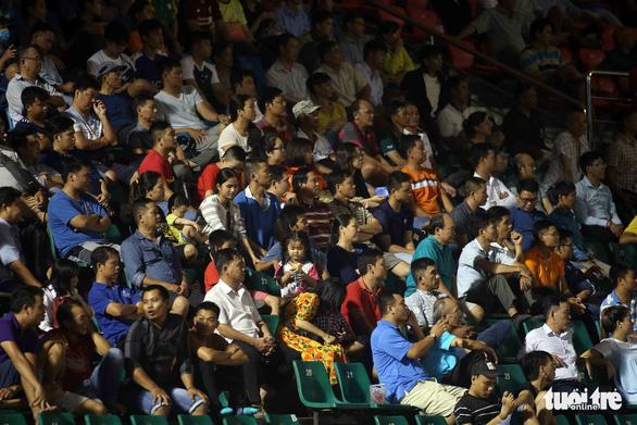 Sân Thống Nhất vắng tanh ngày U19 Việt Nam mở màn vòng loại châu Á 2020 - Ảnh 4.
