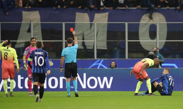 Jesus đá hỏng penalty, Bravo nhận thẻ đỏ, Man City đứt mạch chiến thắng - Ảnh 3.