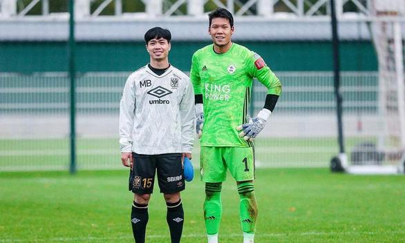 Video Công Phượng không thắng được thủ môn tuyển Thái Lan trong pha đối mặt trên đất Bỉ - Ảnh 2.