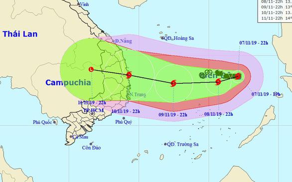 Bão số 6 đang tiến vào Nam Trung Bộ, một bão khác lăm le xuất hiện - Ảnh 2.