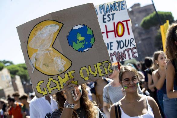Ý bắt buộc dạy về biến đổi khí hậu như môn học phổ thông - Ảnh 1.