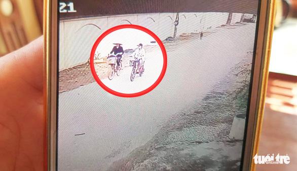Nữ sinh lớp 6 chết dưới đập nước: camera tố cáo bà nghi giết cháu - Ảnh 1.