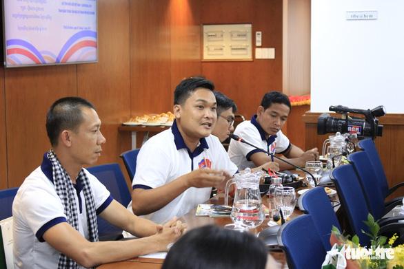 Các nhà báo Campuchia thích thú với Trung tâm báo chí TP.HCM - Ảnh 4.
