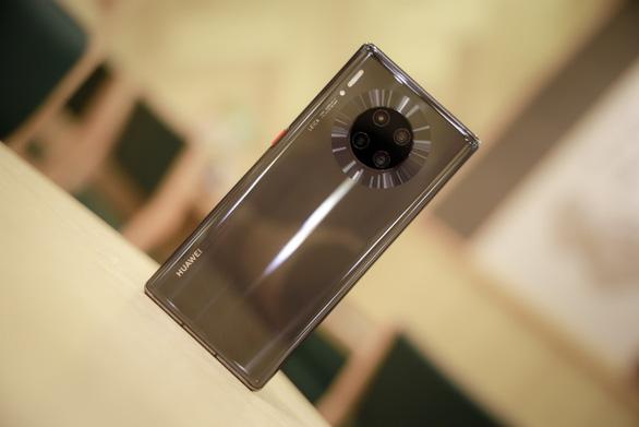 Huawei Mate 30 Pro – smartphone mang hơi thở tương lai chính thức mở bán tại Việt Nam - Ảnh 1.