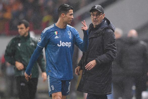 HLV Sarri: Ronaldo rất tức giận khi bị thay ra - Ảnh 1.
