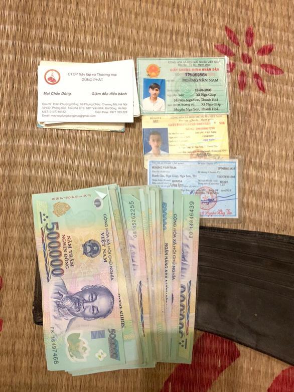 Cảnh sát giao thông tìm chủ nhân chiếc ví có 20 triệu đồng - Ảnh 1.