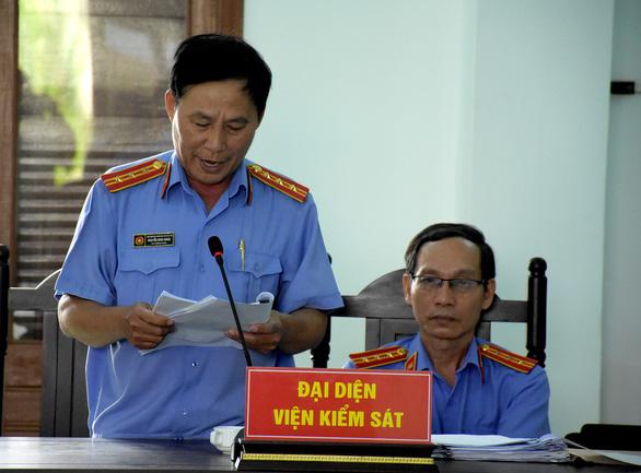 Cựu chủ tịch huyện cố ý làm trái bị đề nghị phạt 12-13 năm tù - Ảnh 3.
