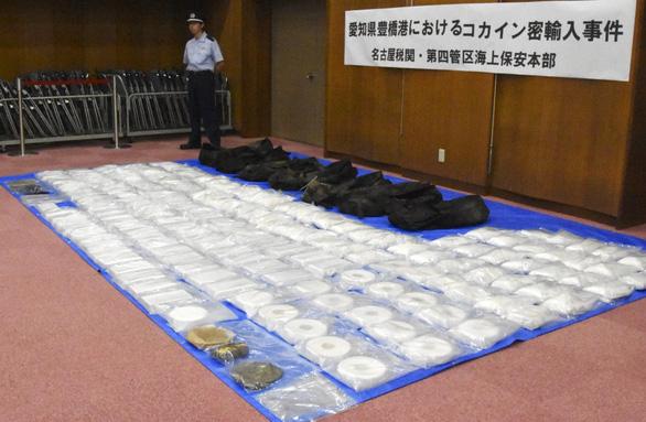 Nhật lần đầu bắt giữ đến 400kg cocaine - Ảnh 1.