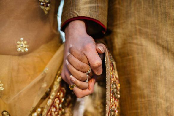 Cặp vợ chồng Ấn Độ bị ném đá tới chết vì không 'môn đăng hộ đối' - Ảnh 1.