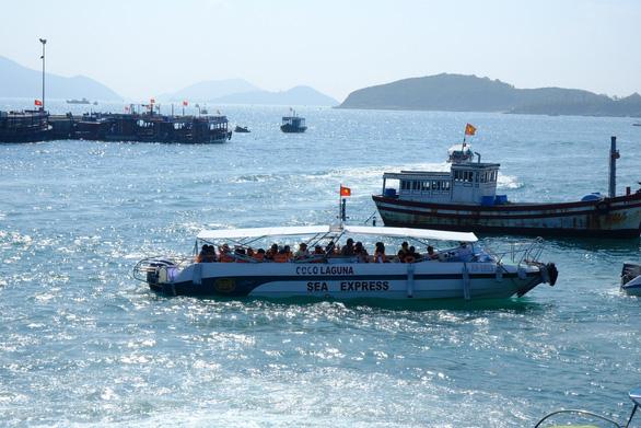 Bão số 6: Khánh Hòa cho học sinh nghỉ học 2 ngày, cấm biển từ 10-11 - Ảnh 2.