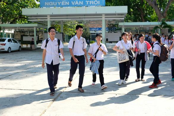 Bão số 6: Khánh Hòa cho học sinh nghỉ học 2 ngày, cấm biển từ 10-11 - Ảnh 1.
