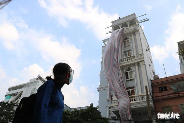 Tháo dỡ nhà xây sai phép của nguyên Chánh thanh tra xây dựng  - Ảnh 1.