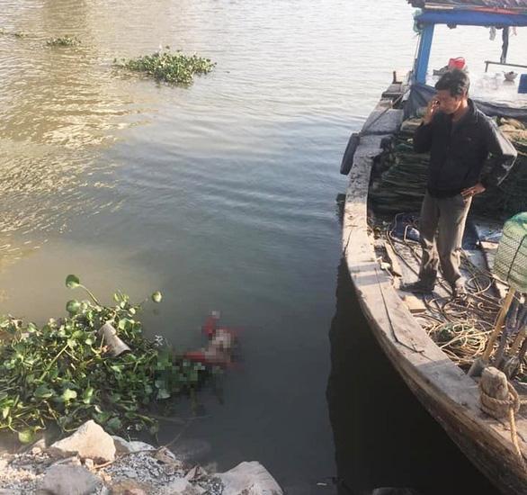 Tìm thấy thi thể bé trai bị mẹ ném xuống sông trước khi nhảy cầu tự tử - Ảnh 1.