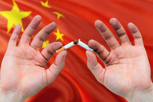 Hết siết giờ chơi game, Trung Quốc siết nạn hút thuốc ở trẻ em - Ảnh 1.