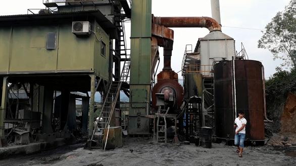 Phát hiện 200 lít dầu thải đổ ở đầu nguồn sông Hiếu - Ảnh 3.