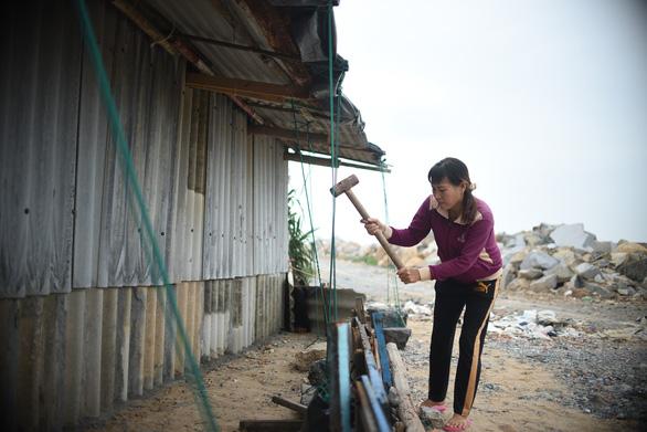 Tâm bão số 6 Bình Định, Phú Yên chằng chống mọi thứ trước giờ G - Ảnh 6.