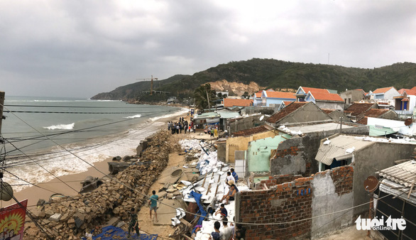 Tâm bão số 6 Bình Định, Phú Yên chằng chống mọi thứ trước giờ G - Ảnh 2.