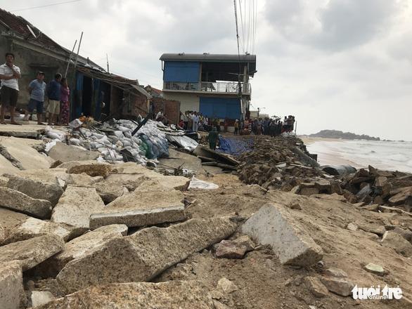 Tâm bão số 6 Bình Định, Phú Yên chằng chống mọi thứ trước giờ G - Ảnh 3.