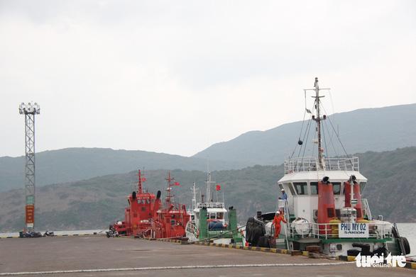 Tâm bão số 6 Bình Định, Phú Yên chằng chống mọi thứ trước giờ G - Ảnh 4.
