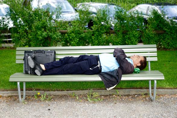 Ngủ có lợi cho… thu nhập cá nhân - Ảnh 1.