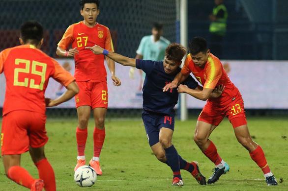 U23 Thái Lan thua Trung Quốc 1-2 ngay trên sân nhà - Ảnh 1.