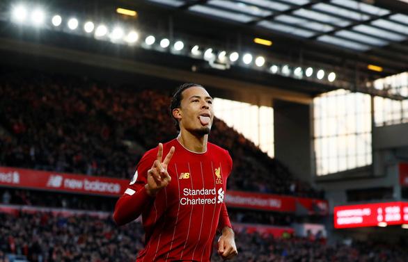 Van Dijk lập cú đúp, Liverpool bỏ xa Man City 11 điểm - Ảnh 1.