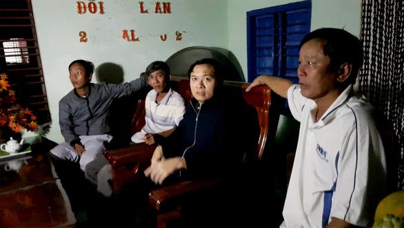 Xe bán tải gây tai nạn ở Phú Yên: vợ nguy kịch, chồng gãy đốt sống cổ - Ảnh 2.