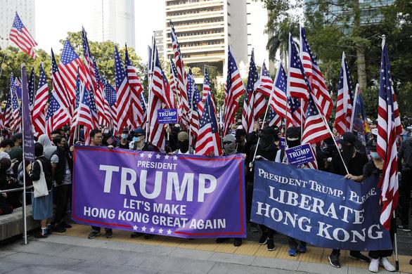 Người biểu tình: Tổng thống Trump: Hãy làm cho Hong Kong vĩ đại một lần nữa - Ảnh 2.