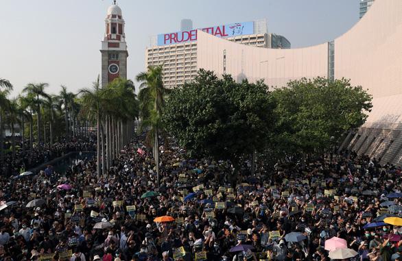 Người biểu tình: Tổng thống Trump: Hãy làm cho Hong Kong vĩ đại một lần nữa - Ảnh 3.