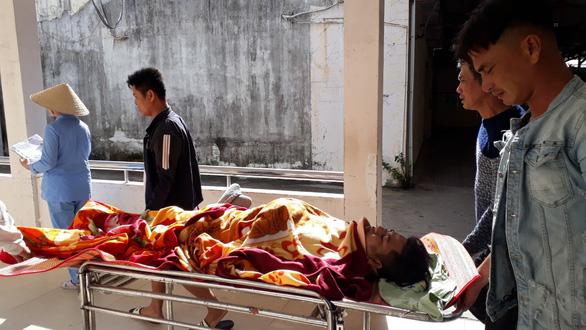 Xe bán tải gây tai nạn ở Phú Yên: vợ nguy kịch, chồng gãy đốt sống cổ - Ảnh 4.