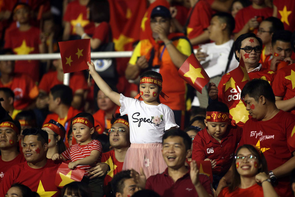 CĐV Việt Nam tại Philippines vỡ òa trước chiến thắng của thầy trò ông Park - Ảnh 5.