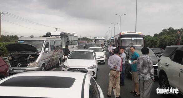 Cao tốc TP.HCM - Long Thành - Dầu Giây kẹt cứng sau tai nạn - Ảnh 6.