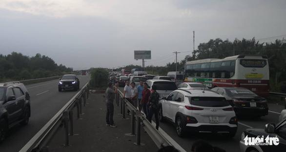 Cao tốc TP.HCM - Long Thành - Dầu Giây kẹt cứng sau tai nạn - Ảnh 7.