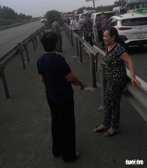 Cao tốc TP.HCM - Long Thành - Dầu Giây kẹt cứng sau tai nạn - Ảnh 5.