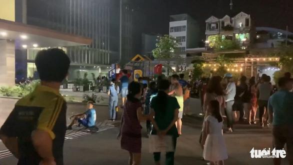Căn hộ chung cư Xi Grand Court bốc cháy, nhiều cư dân người tháo chạy trong đêm - Ảnh 3.