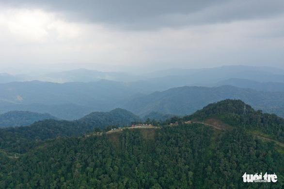 Ngắm biển mây trôi giữa rừng xanh Đỉnh Quế quanh năm mát lạnh - Ảnh 1.
