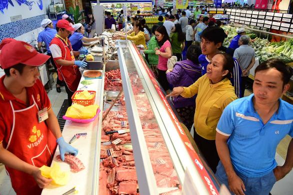 Hàng tết lên kệ, siêu thị vào mùa khuyến mãi sớm - Ảnh 1.