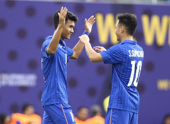 Thắng Singapore, U22 Thái Lan trở lại cuộc đua tranh vé đi tiếp - Ảnh 1.