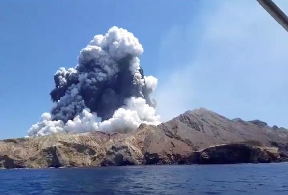 Vì sao New Zealand không dự đoán được núi lửa phun trên đảo du lịch khiến 5 người chết? - Ảnh 1.