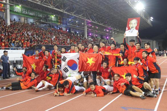 Tập đoàn Hưng Thịnh thưởng 1 tỉ đồng cho U22 Việt Nam - Ảnh 1.
